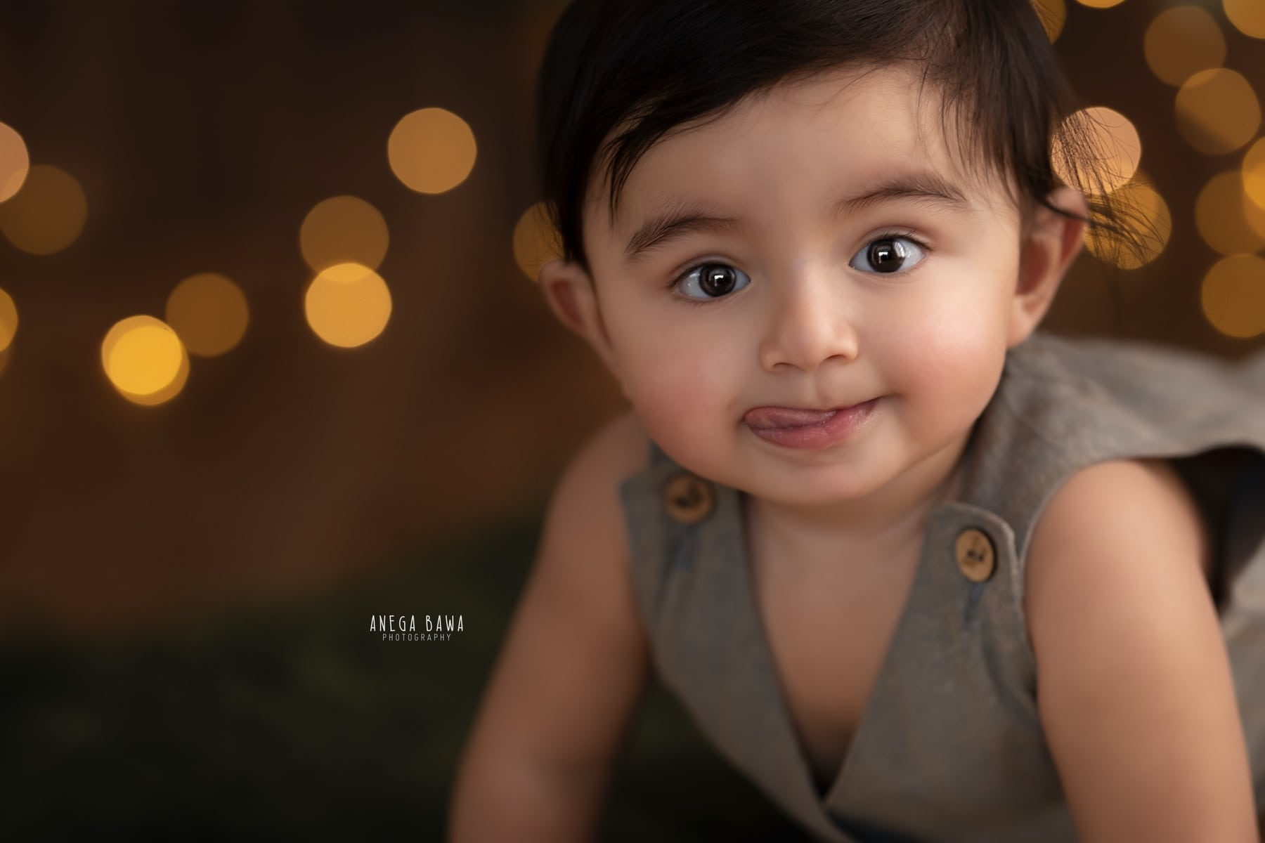 dark wooden sitter photography delhi 7 8 month baby photoshoot gurgaon anega bawa
