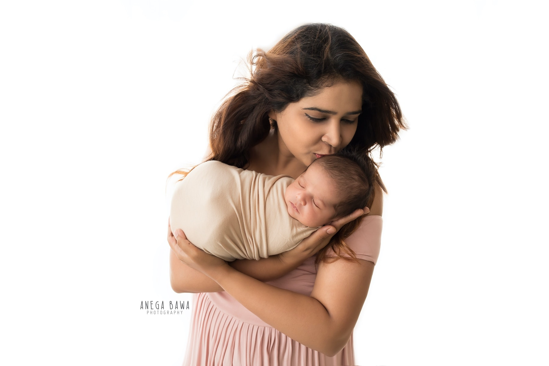 white mother and baby photography delhi 18 days newborn photoshoot gurgaon anega bawa