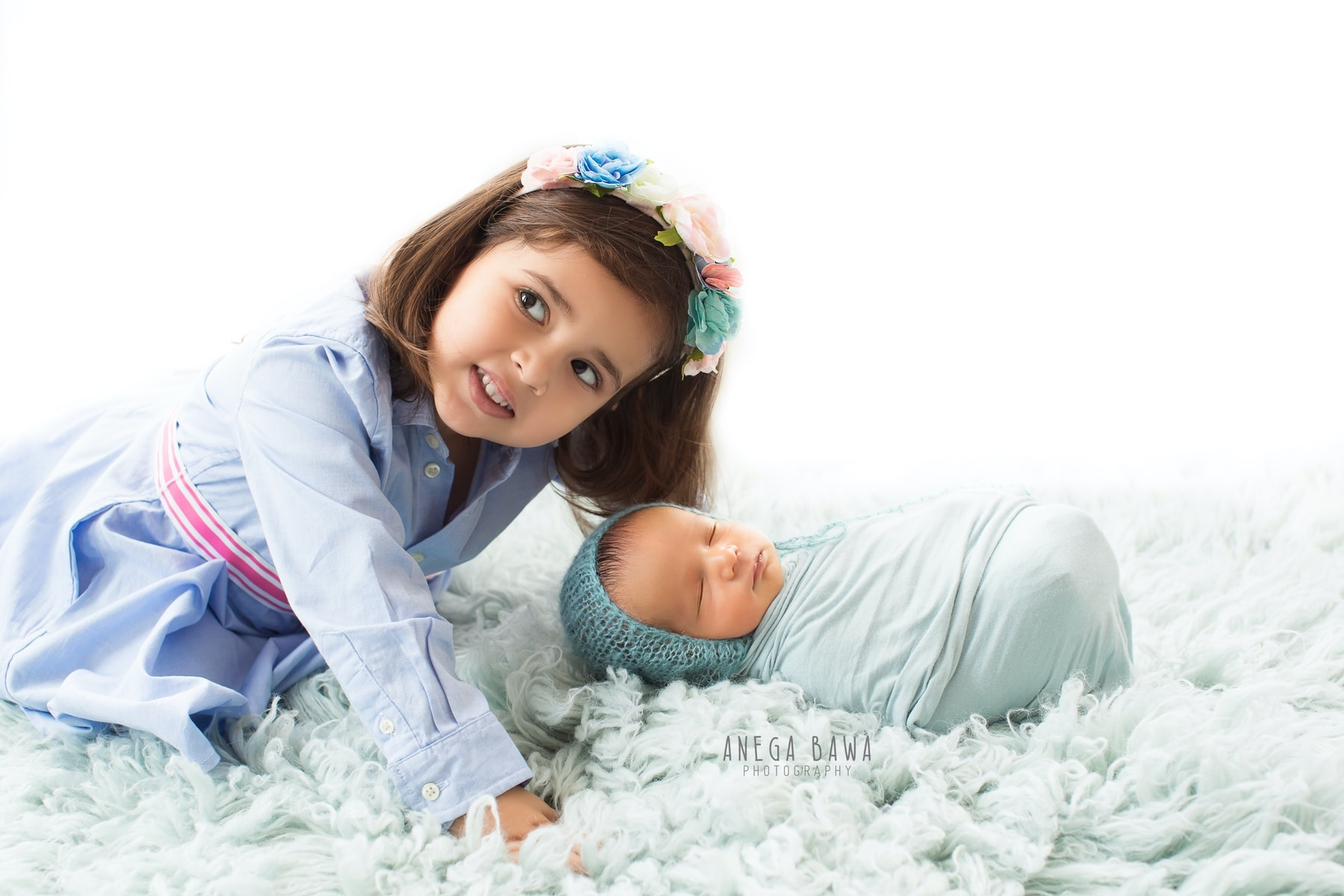 white blue sister and baby photography delhi 11 days newborn photoshoot gurgaon anega bawa
