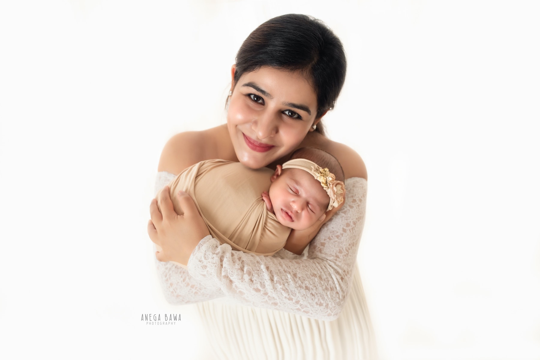 white beige mother and baby photography delhi 17 days baby girl photoshoot gurgaon anega bawa