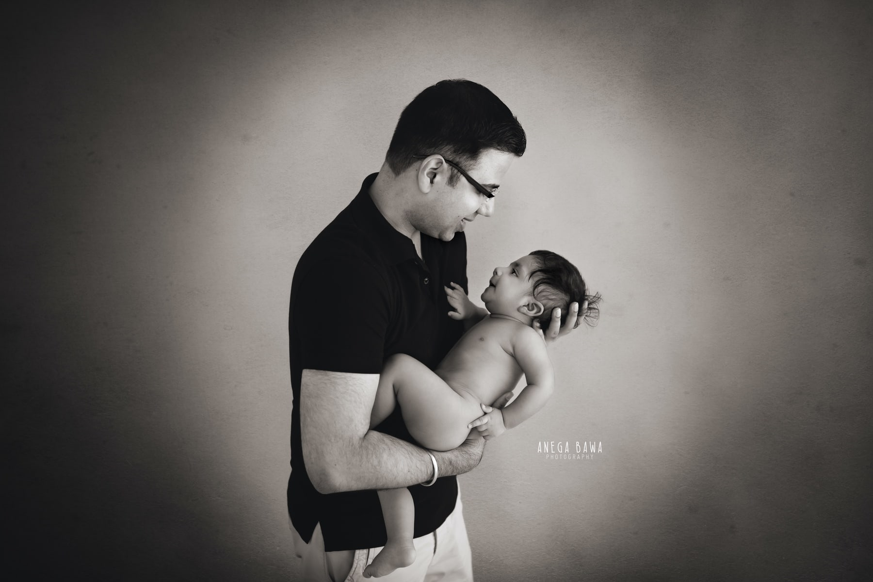 black white father and baby photography delhi 5 months baby boy photoshoot gurgaon anega bawa