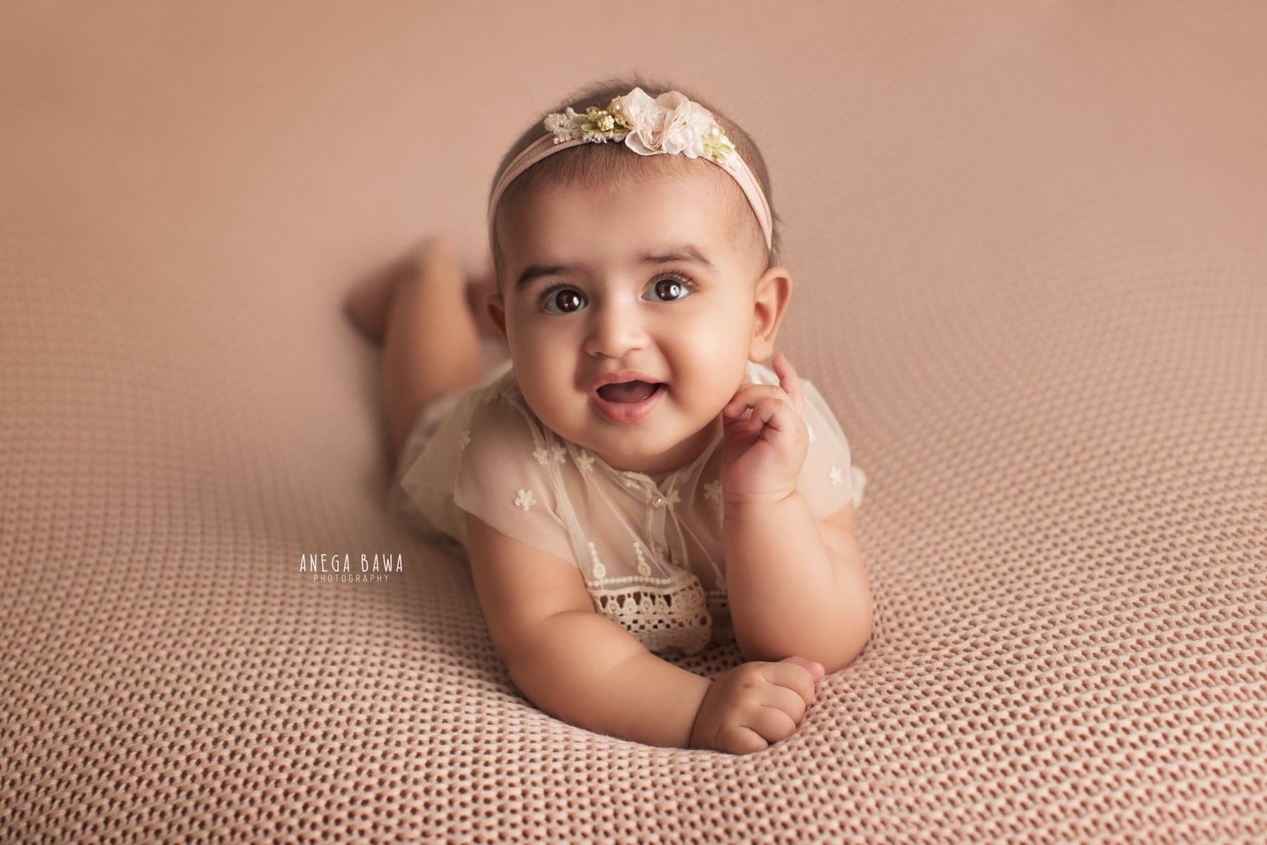 242105-beige-background-baby-photography-delhi-5-6-7-months-baby-photoshoot-gurgaon-anega-bawa
