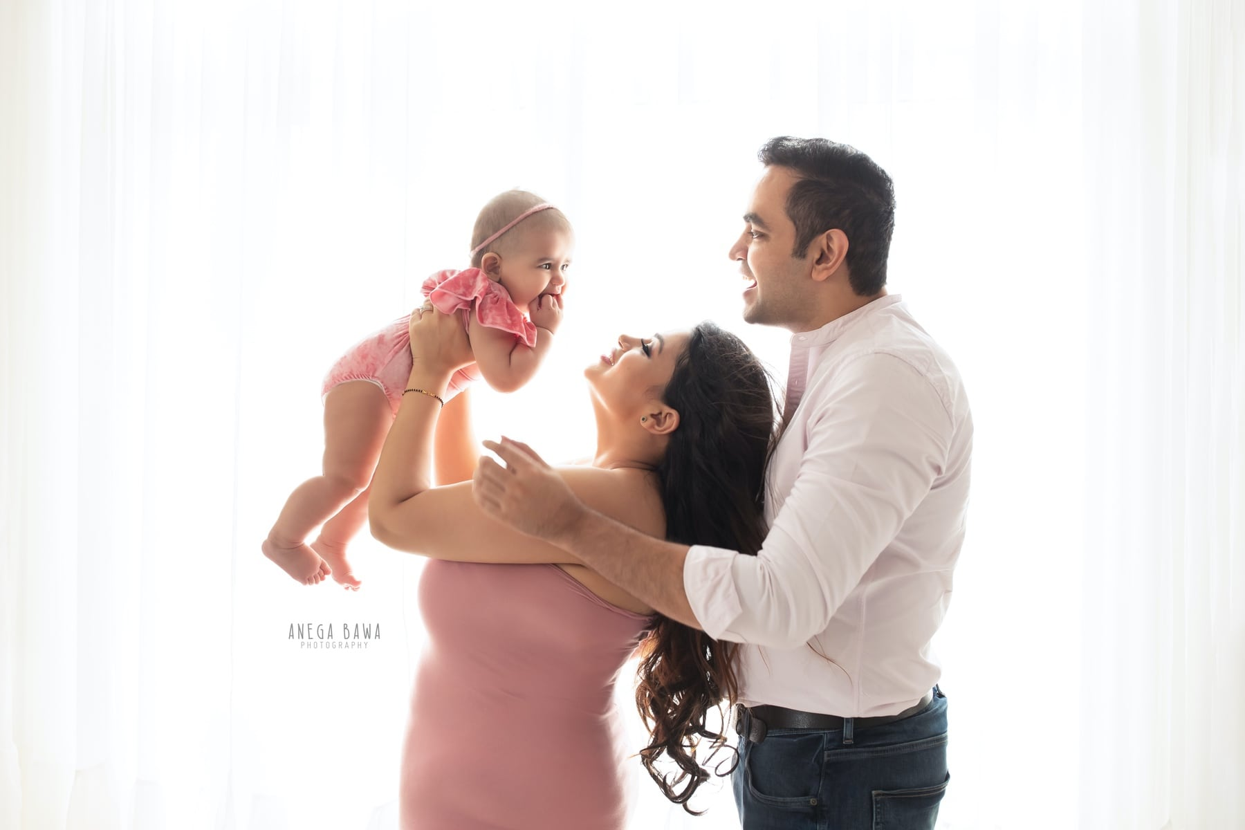 242110-white-background-pink-family-photography-delhi-5-6-7-months-baby-photoshoot-gurgaon-anega-bawa