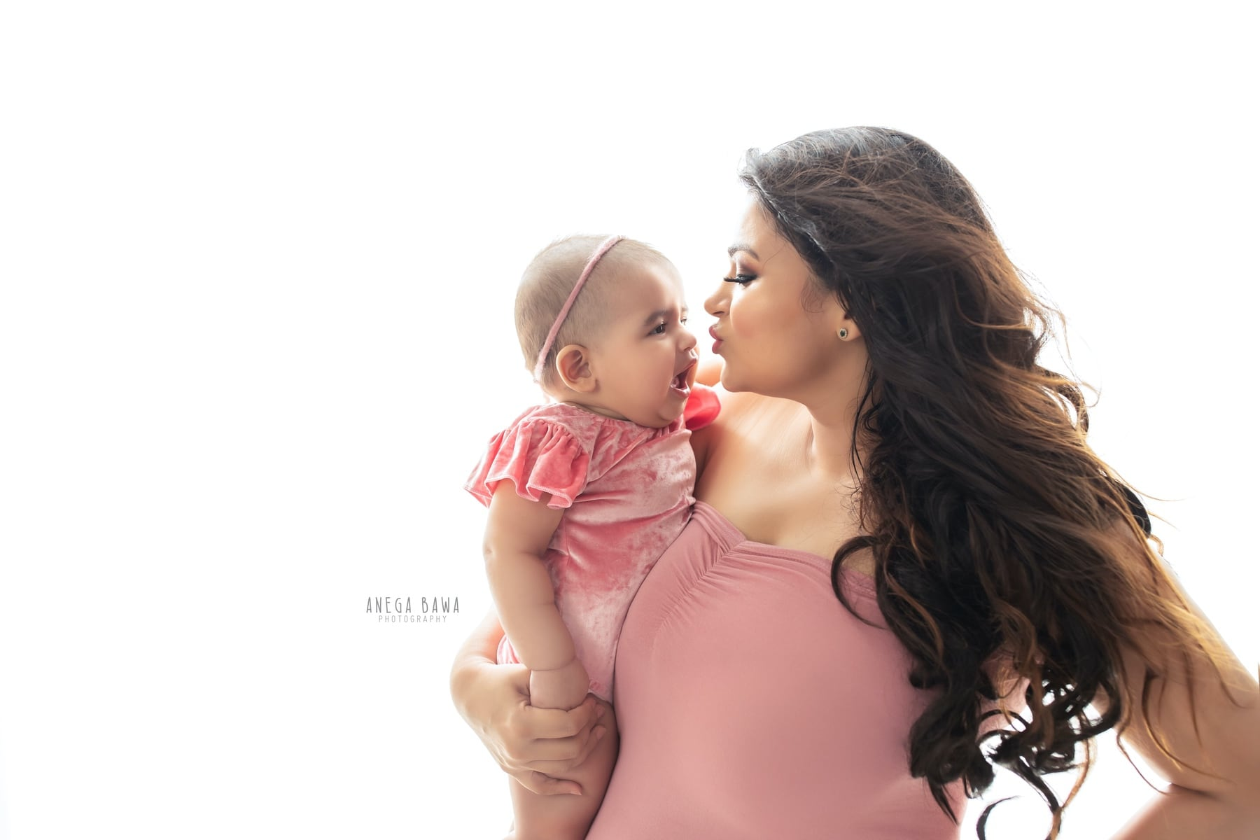 242111-white-background-pink-mother-and-baby-photography-delhi-5-6-7-months-baby-photoshoot-gurgaon-anega-bawa