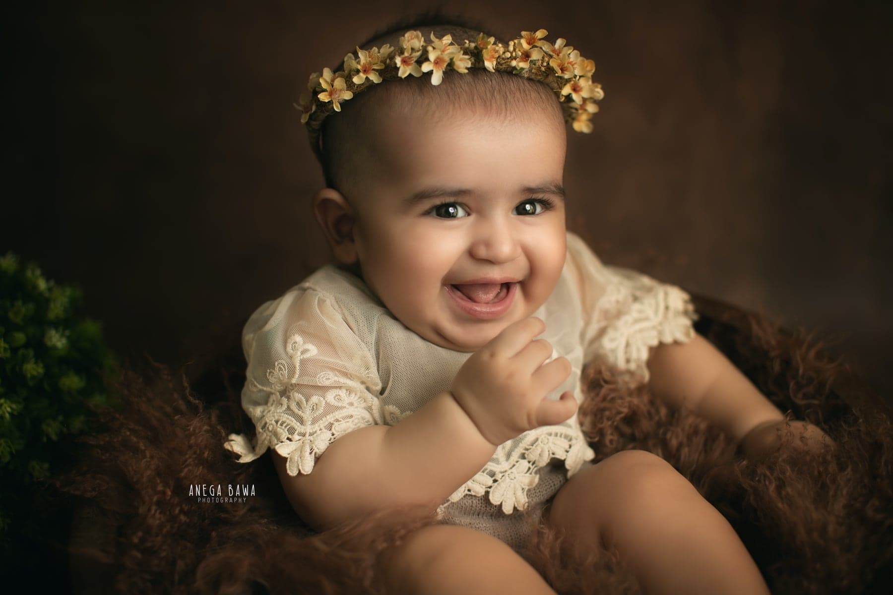 242112-brown-background-green-floral-baby-photography-delhi-5-6-7-months-baby-photoshoot-gurgaon-anega-bawa