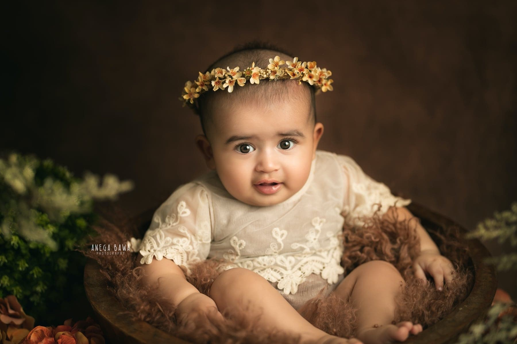 242114-brown-background-green-floral-baby-photography-delhi-5-6-7-months-baby-photoshoot-gurgaon-anega-bawa
