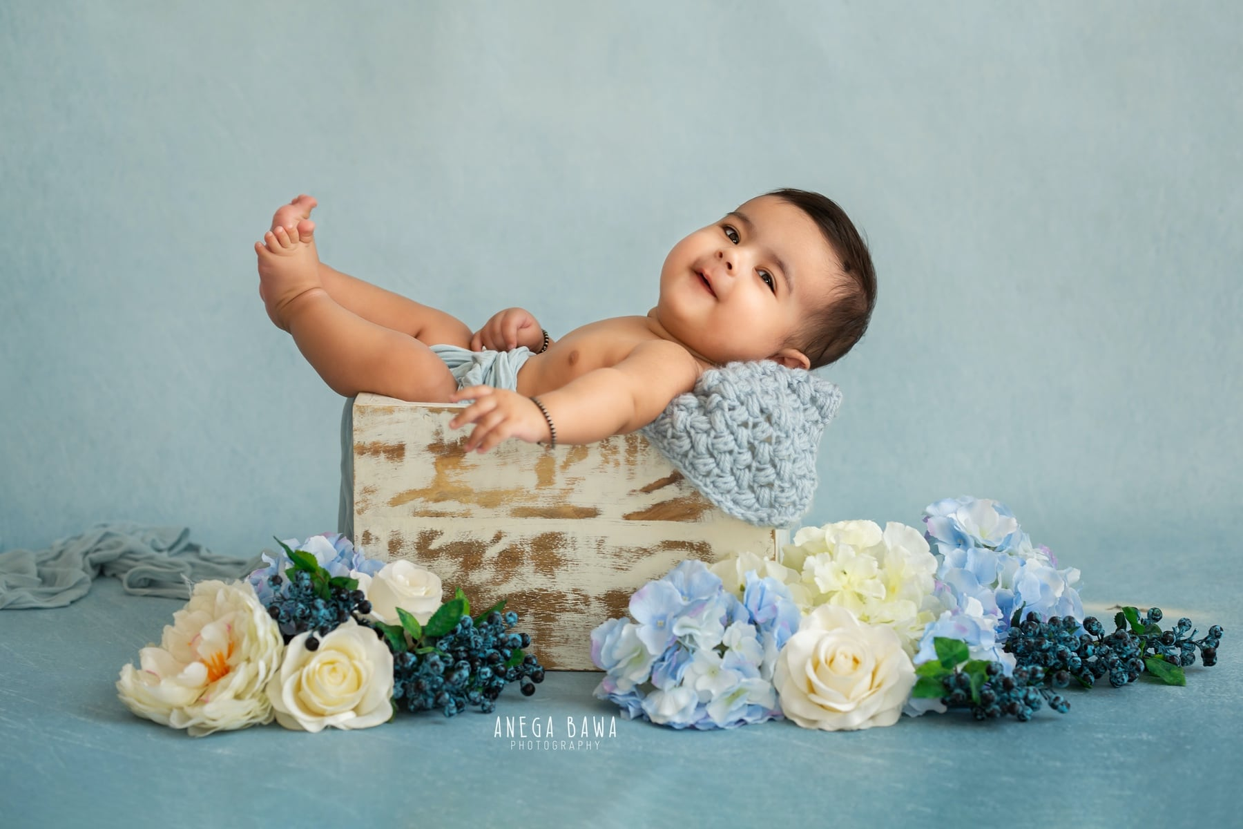 244701-blue-background-white-floral-baby-photography-delhi-5-6-7-months-baby-photoshoot-gurgaon-anega-bawa