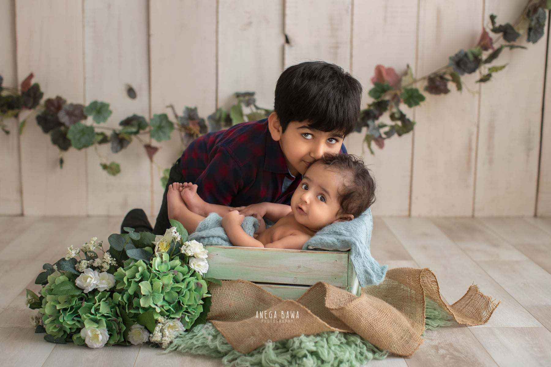 245602-white-wooden-background-green-floral-baby-and-brother-photography-delhi-5-6-7-months-baby-photoshoot-gurgaon-anega-bawa