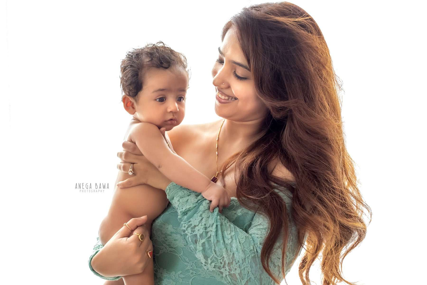 245606-white-background-green-mother-and-baby-photography-delhi-5-6-7-months-baby-photoshoot-gurgaon-anega-bawa