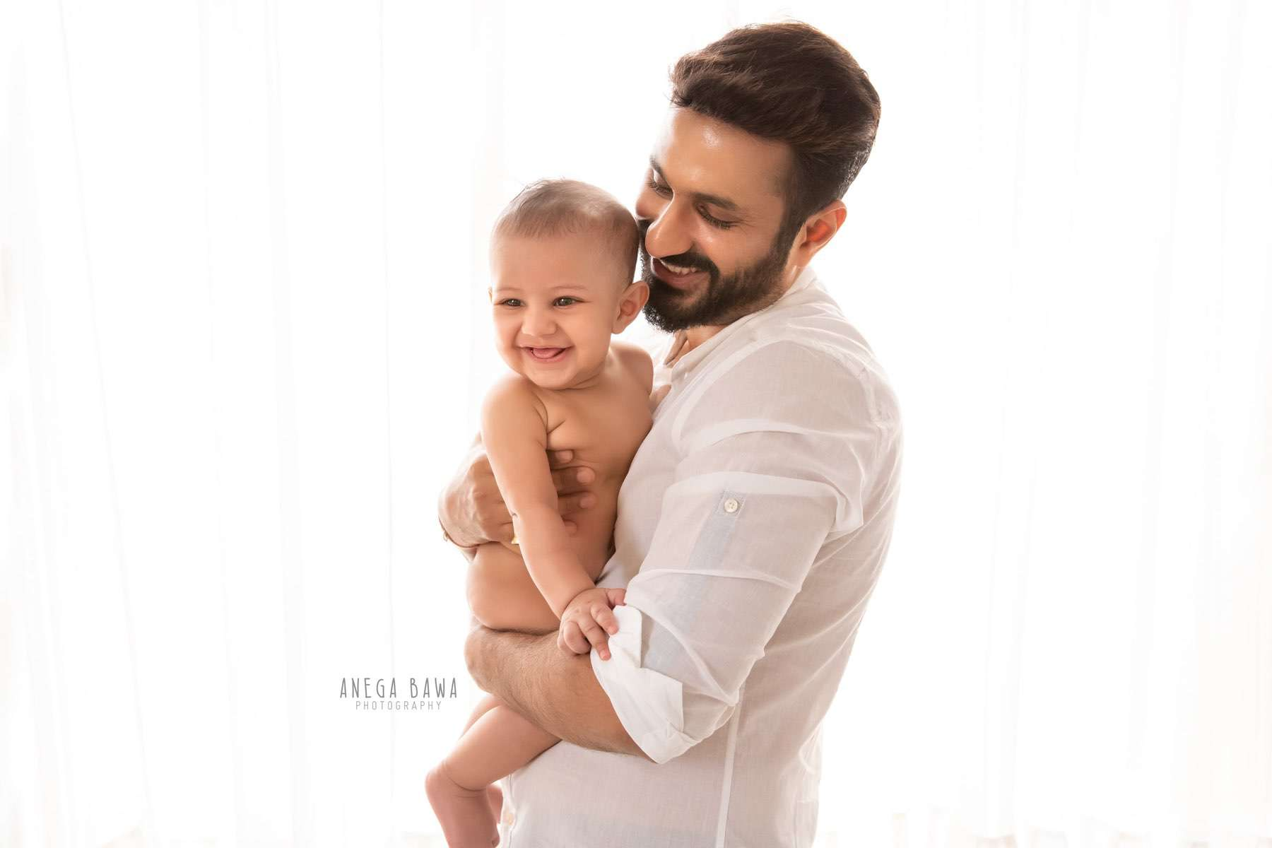 245607-white-background-father-and-baby-photography-delhi-4-5-6-7-months-baby-photoshoot-gurgaon-anega-bawa