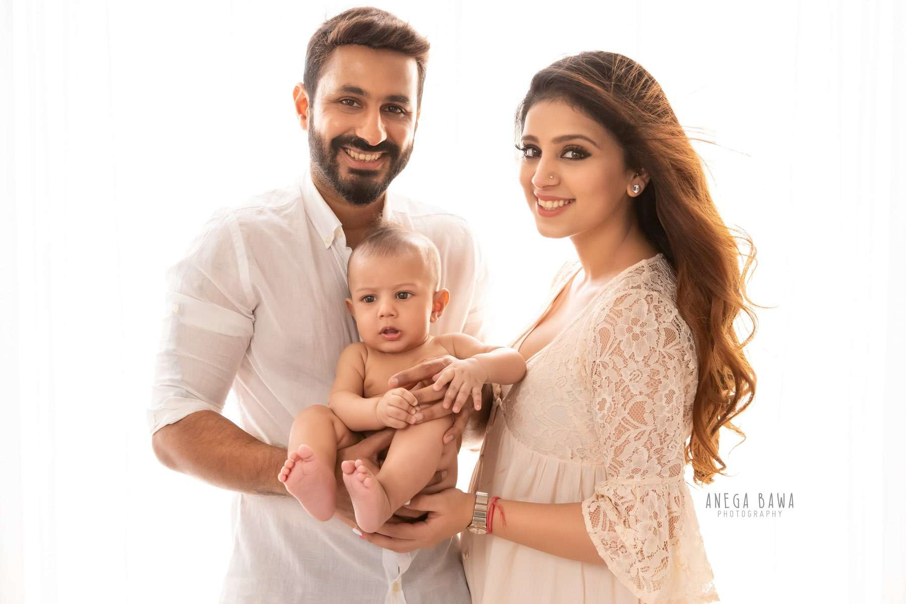 245608-white-background-family-baby-photography-delhi-4-5-6-7-months-baby-photoshoot-gurgaon-anega-bawa