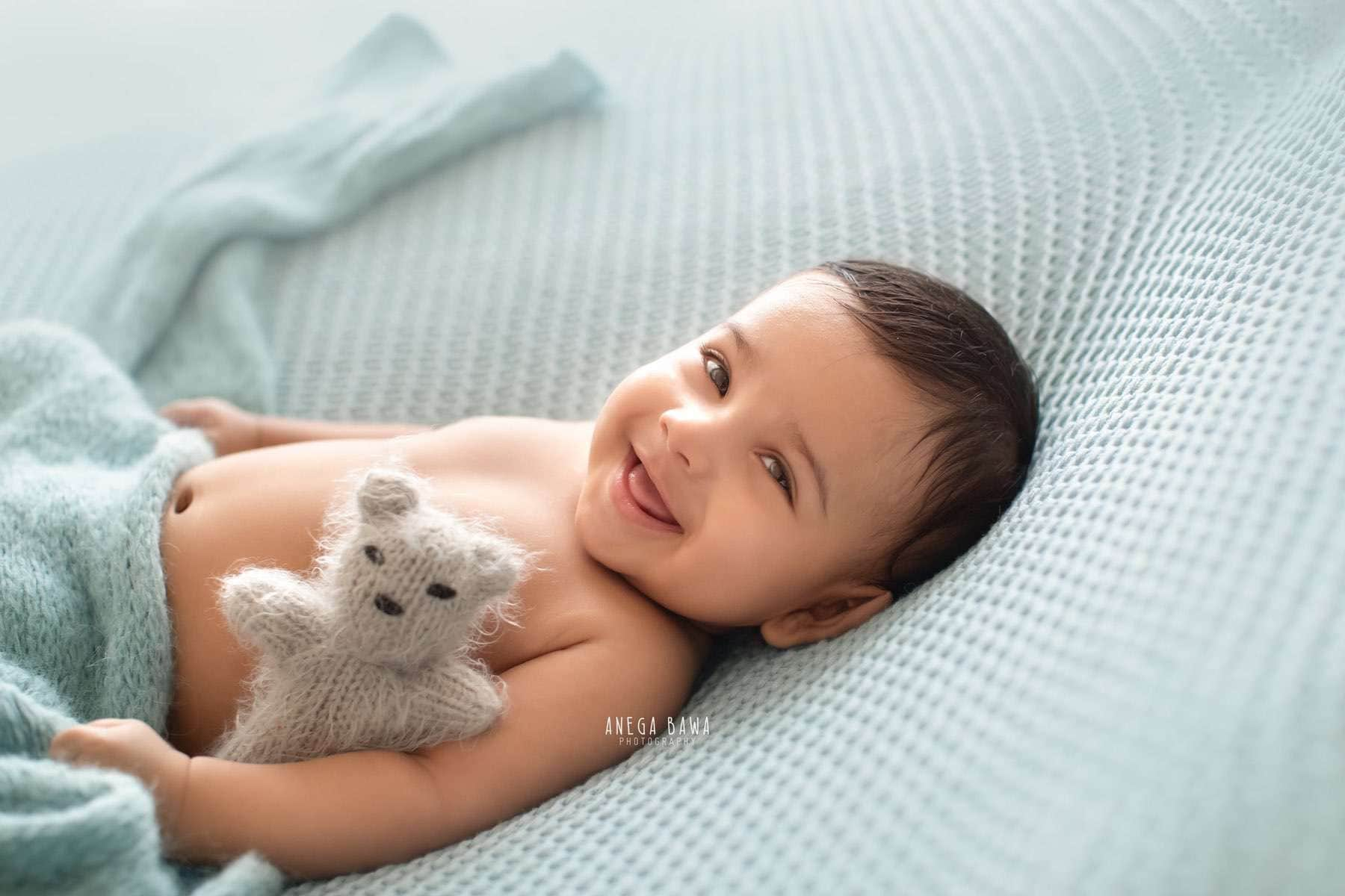249903-blue-background-baby-photography-delhi-4-5-6-7-months-baby-photoshoot-gurgaon-anega-bawa