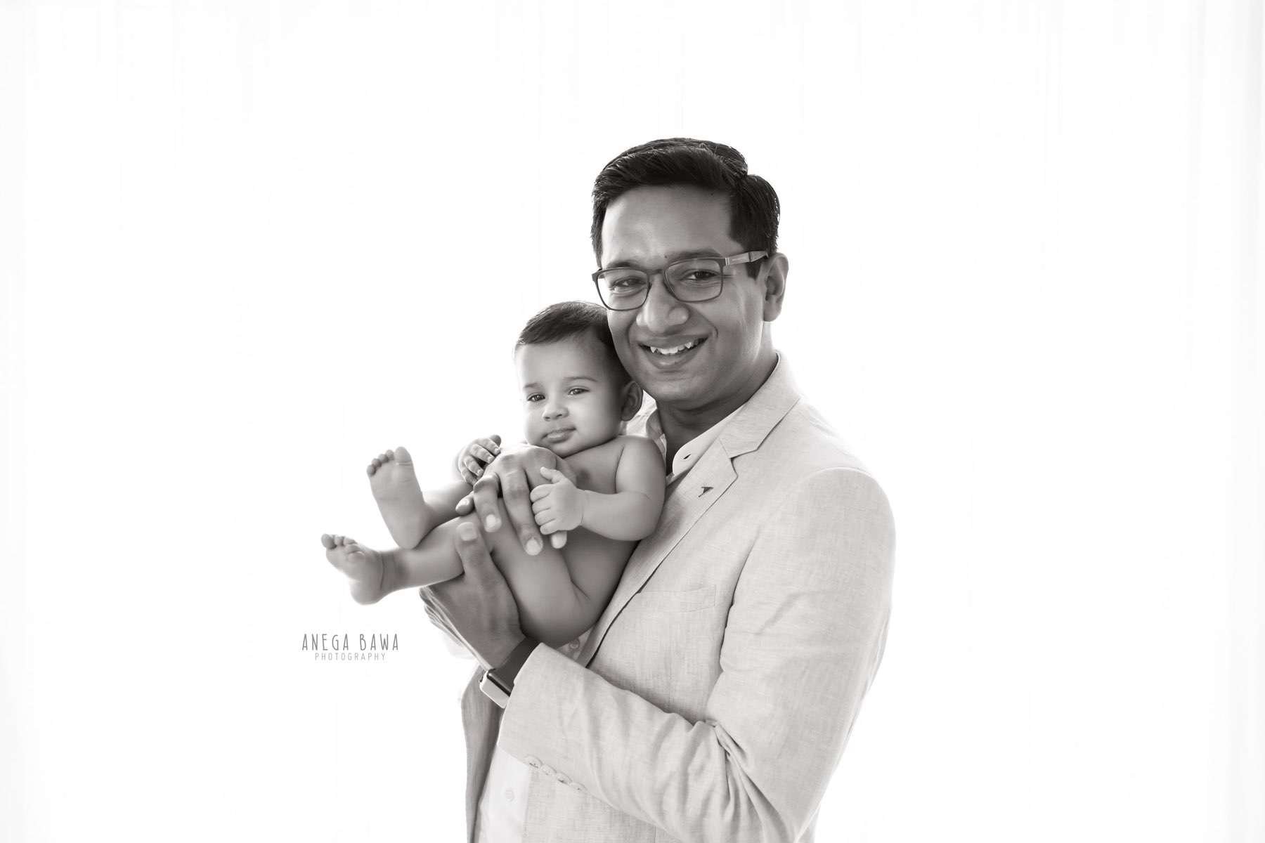 249907-black-and-white-father-and-baby-photography-delhi-4-5-6-7-months-baby-photoshoot-gurgaon-anega-bawa