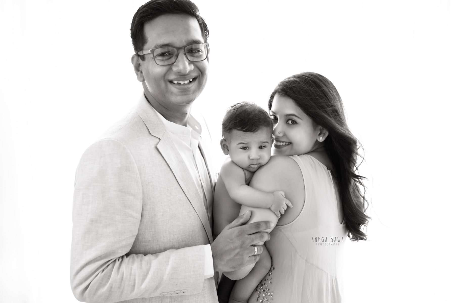 249910-black-and-white-family-baby-photography-delhi-4-5-6-7-months-baby-photoshoot-gurgaon-anega-bawa