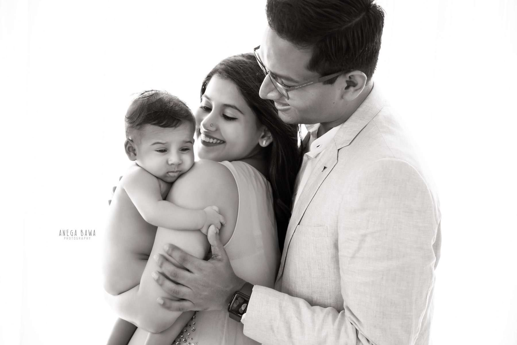 249911-black-and-white-family-baby-photography-delhi-4-5-6-7-months-baby-photoshoot-gurgaon-anega-bawa