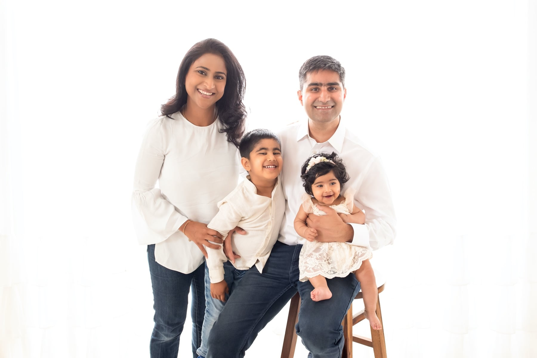 40902-all-white-family-photography-delhi-4-5-6-months-photoshoot-gurgaon-anega-bawa