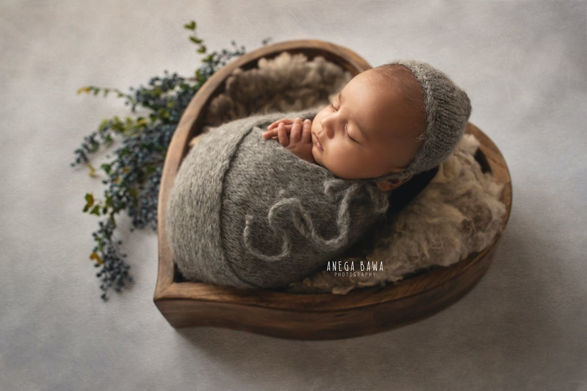 242801-grey-background-wooden-heart-grey-wrap-newborn-photoshoot-delhi-12-days-baby-photography-gurgaon-anega-bawa