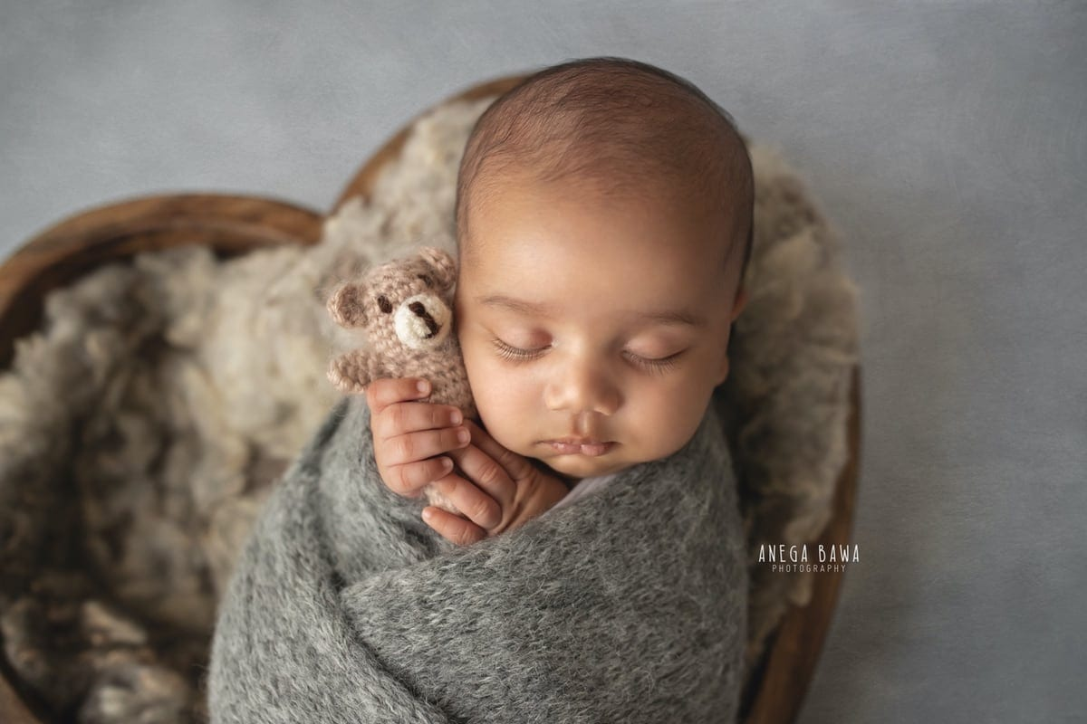 242802-light-grey-background-heart-bowl-newborn-photography-delhi-12-days-baby-photoshoot-gurgaon-anega-bawa