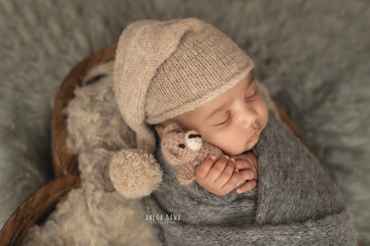 242804-light-grey-background-wooden-heart-grey-wrap-newborn-photographer-delhi-12-days-baby-photoshoot-gurgaon-anega-bawa