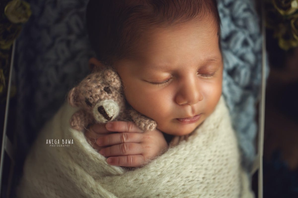 245103-floral-background-white-wrap-newborn-photographer-delhi-21-days-baby-photoshoot-gurgaon-anega-bawa