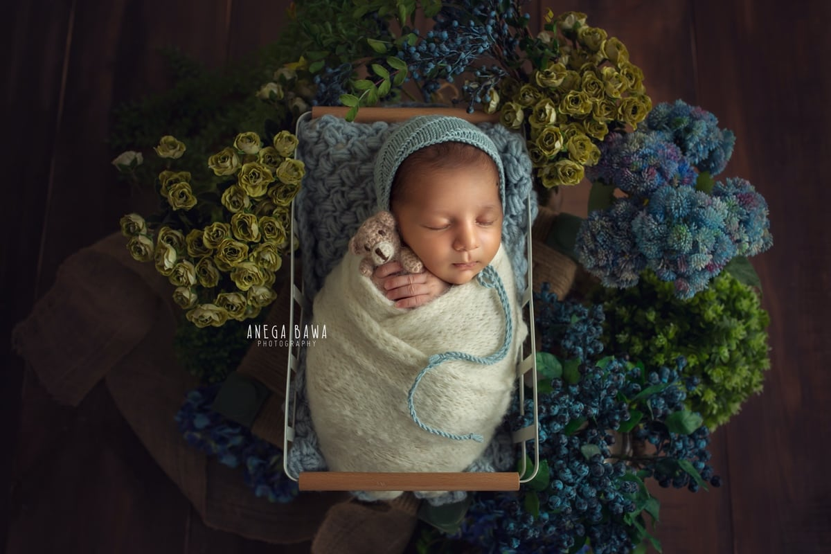 245104-floral-background-white-wrap-newborn-photoshoot-delhi-21-days-baby-photo-shoot-gurgaon-anega-bawa