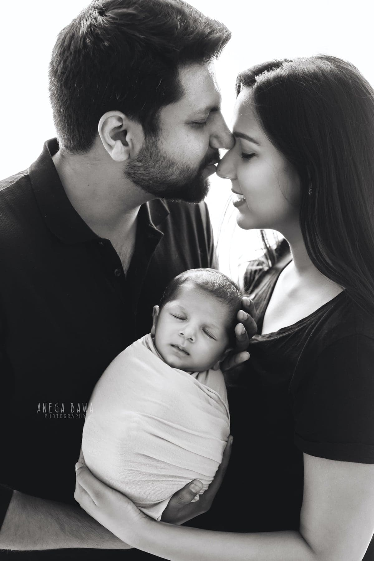 245108-family-black-white-newborn-photography-delhi-21-days-baby-photoshoot-gurgaon-anega-bawa