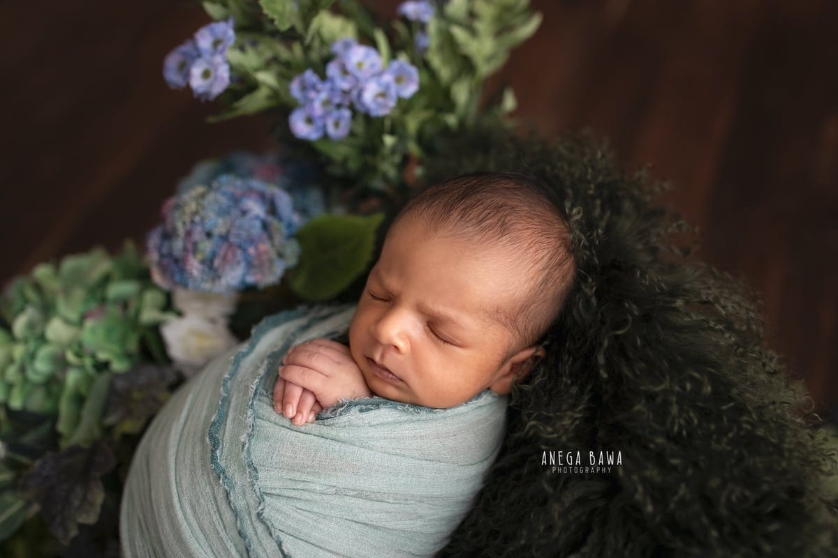 247701-wooden-background-purple-green-floral-teal-wrap-newborn-photography-delhi-15-days-baby-photoshoot-gurgaon-anega-bawa