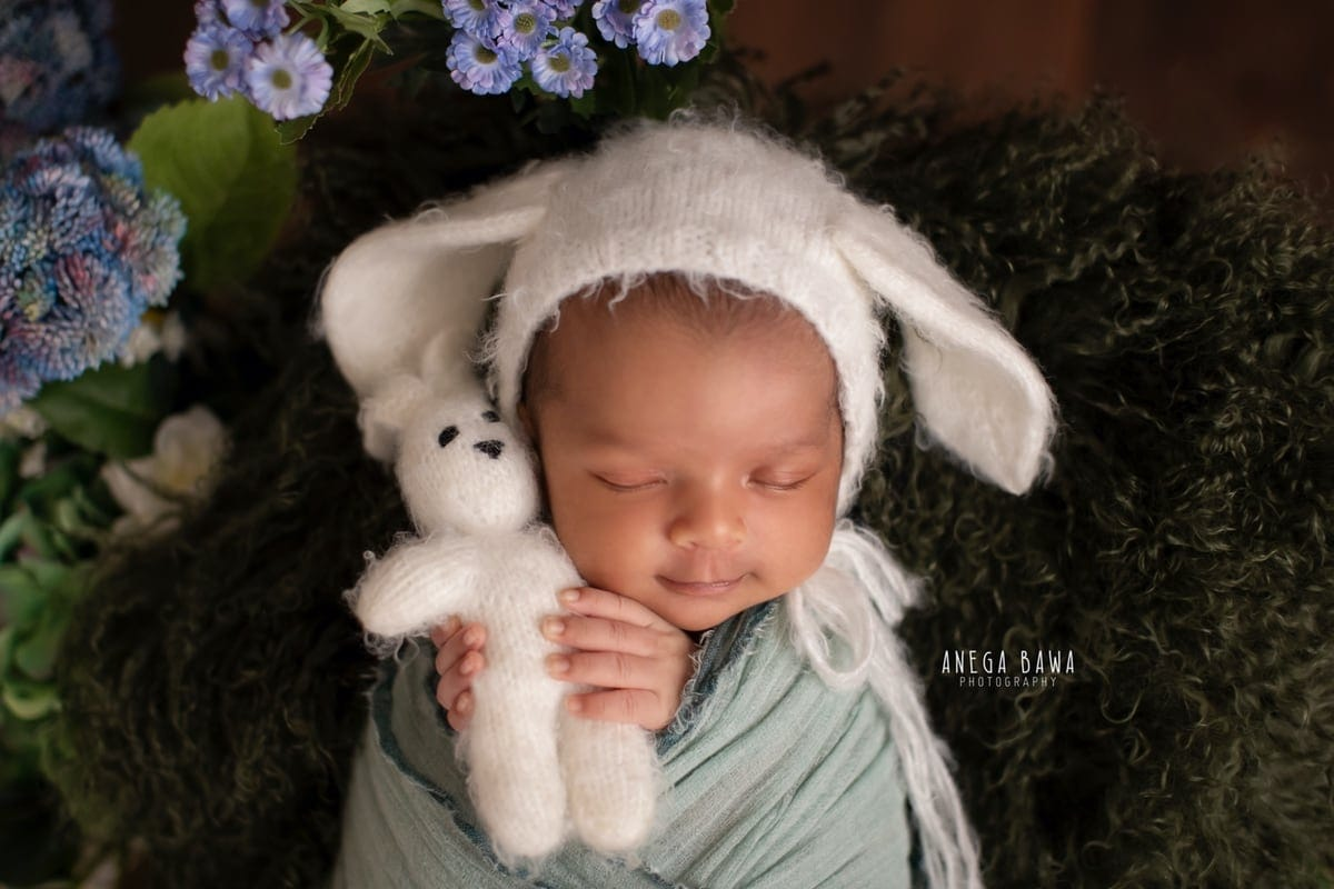 247703-wooden-background-purple-green-floral-white-headgear-teal-wrap-newborn-photography-delhi-15-days-baby-photoshoot-gurgaon-anega-bawa