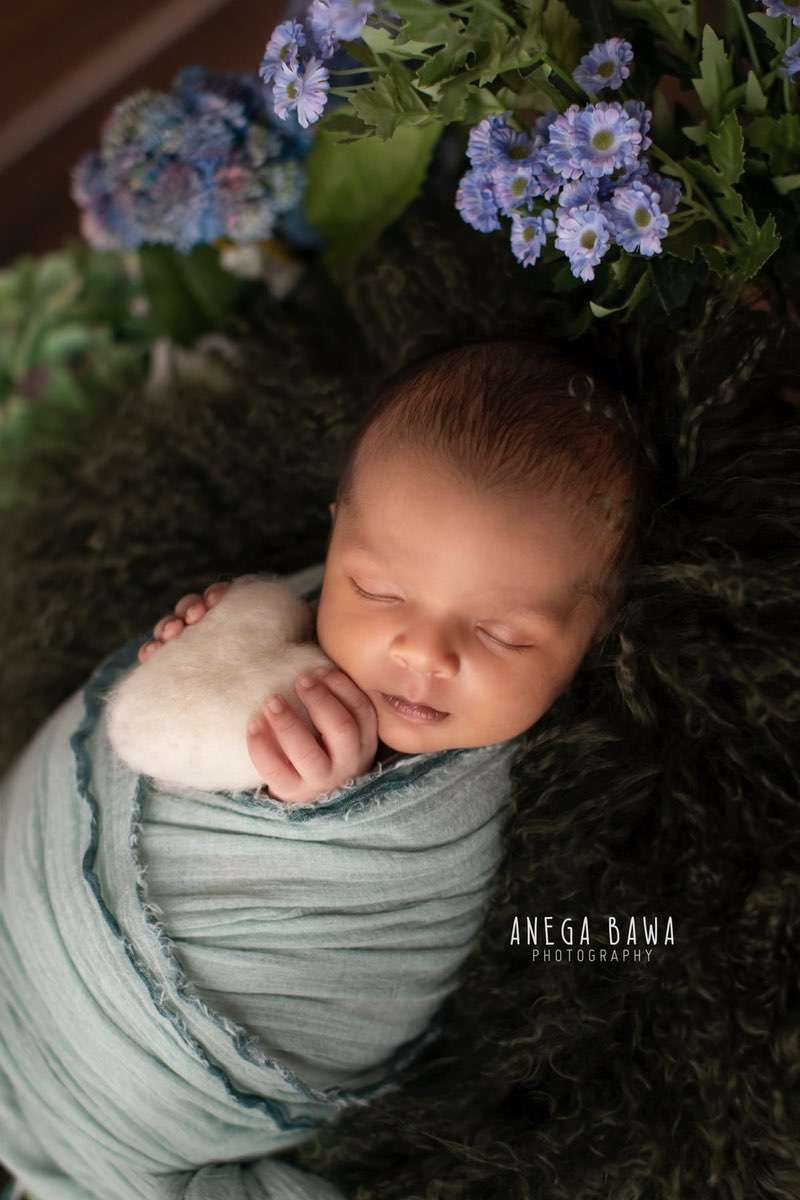 247704-wooden-background-purple-green-floral-teal-wrap-newborn-photography-delhi-15-days-baby-photoshoot-gurgaon-anega-bawa