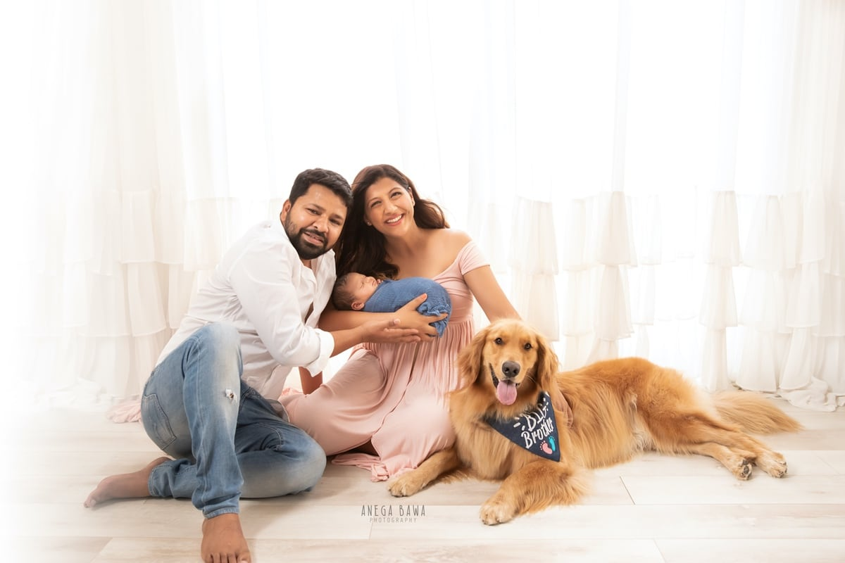 248001-white-background-pink-white-golden-retriver-dog-family-newborn-photography-delhi-10-days-baby-photoshoot-gurgaon-anega-bawa