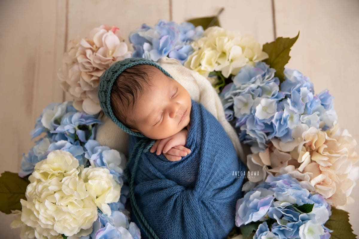 248006-white-wooden-background-blue-white-floral-newborn-photography-delhi-10-days-baby-photoshoot-gurgaon-anega-bawa