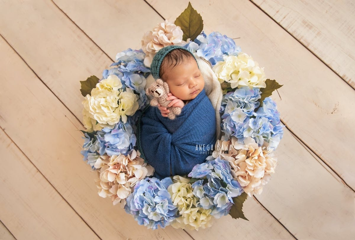 248009-white-wooden-background-blue-white-floral-newborn-photography-delhi-10-days-baby-photoshoot-gurgaon-anega-bawa
