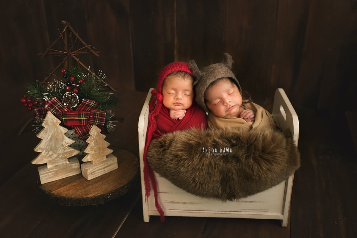 248702-wooden-background-brown-wooden-red-twins-newborn-photography-delhi-15-days-baby-boy-photoshoot-gurgaon-anega-bawa