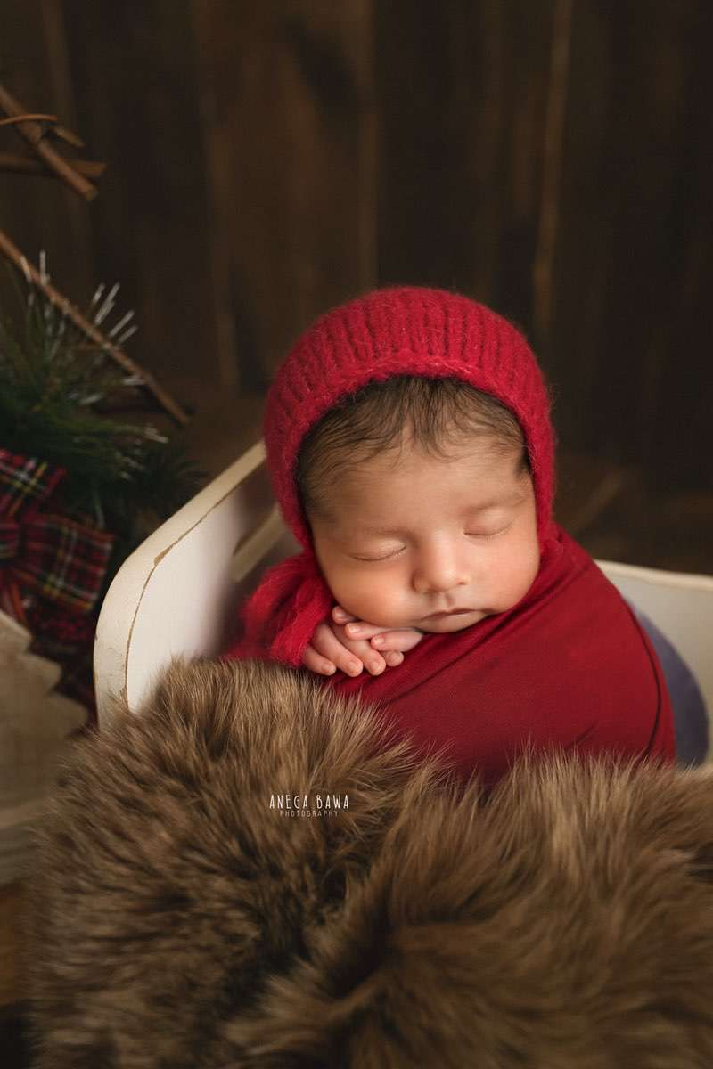 248706-wooden-background-brown-wooden-red-newborn-photography-delhi-15-days-baby-boy-photoshoot-gurgaon-anega-bawa