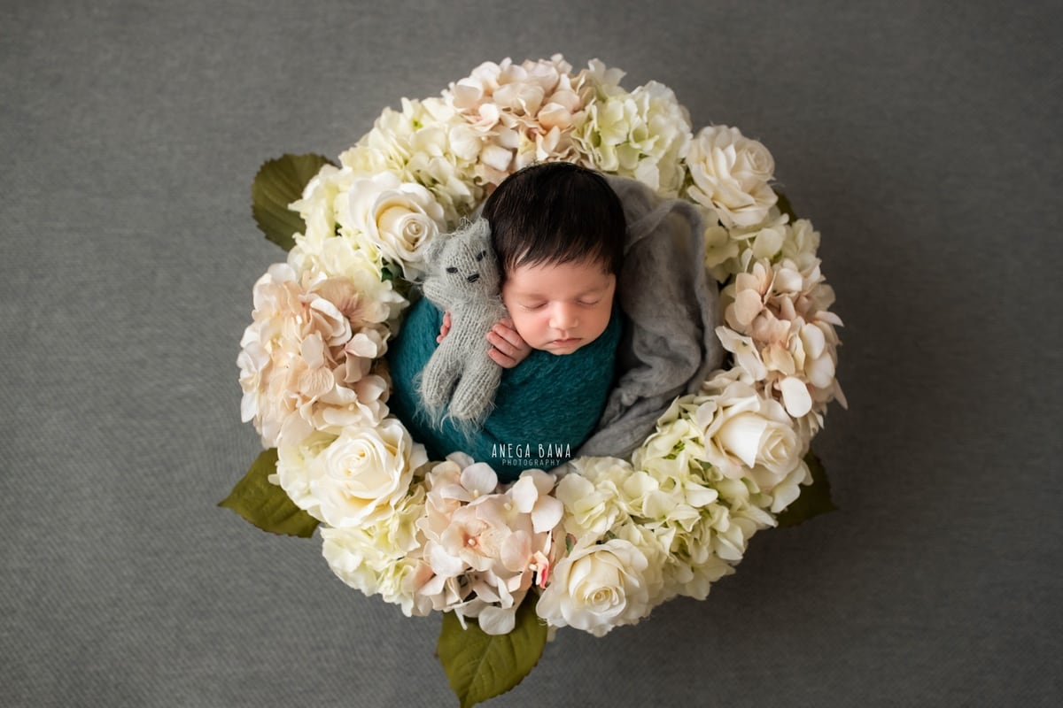 249602-grey-background-pink-white-floral-wooden-blue-wrap-newborn-photography-delhi-21-days-baby-boy-photoshoot-gurgaon-anega-bawa