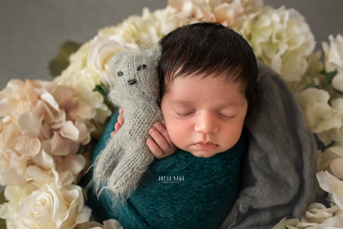 249603-grey-background-pink-white-floral-wooden-blue-wrap-newborn-photography-delhi-21-days-baby-boy-photoshoot-gurgaon-anega-bawa