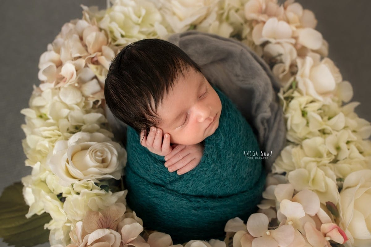 249604-grey-background-pink-white-floral-wooden-blue-wrap-newborn-photography-delhi-21-days-baby-boy-photoshoot-gurgaon-anega-bawa