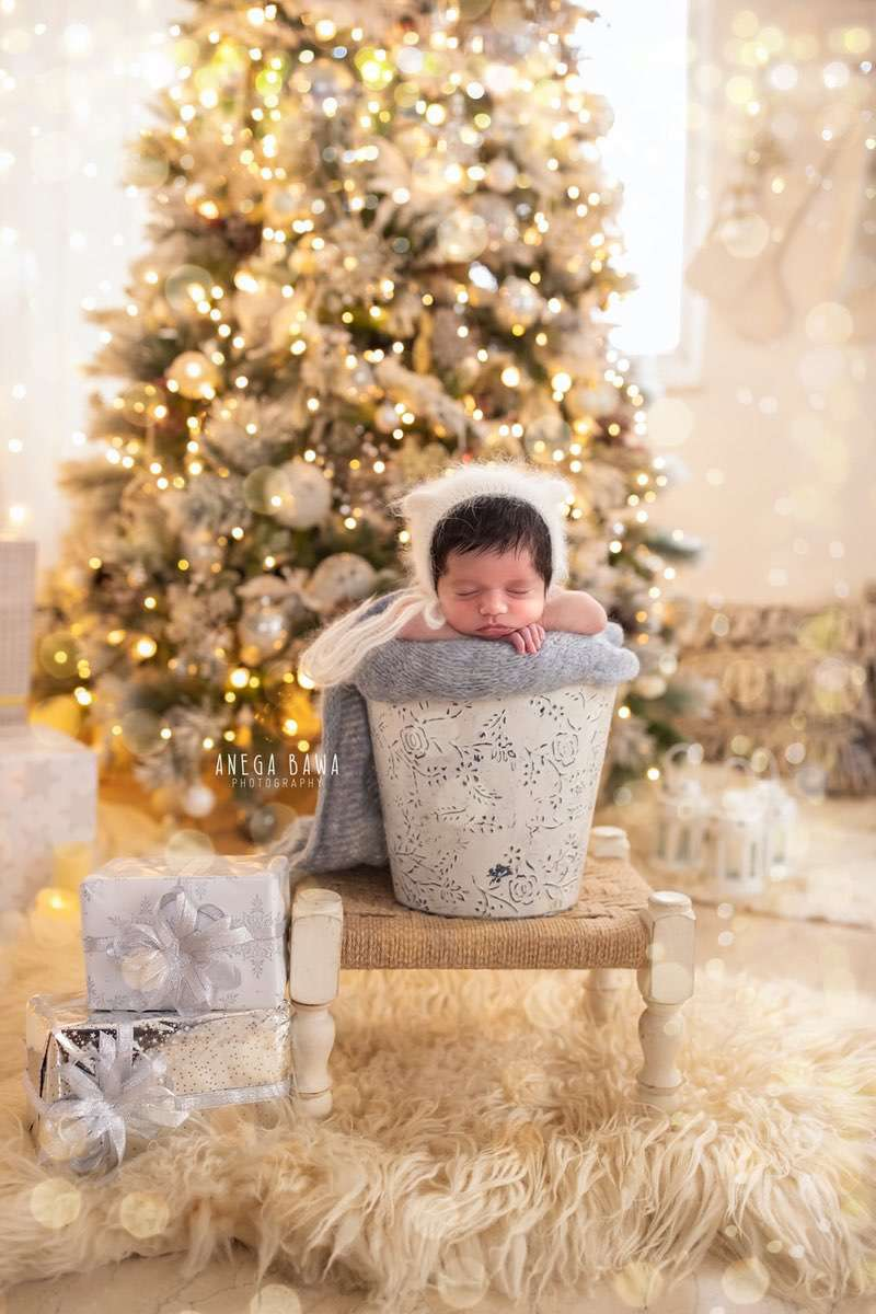 249609-white-christmas-lights-background-white-magical-newborn-photography-delhi-21-days-baby-boy-photoshoot-gurgaon-anega-bawa