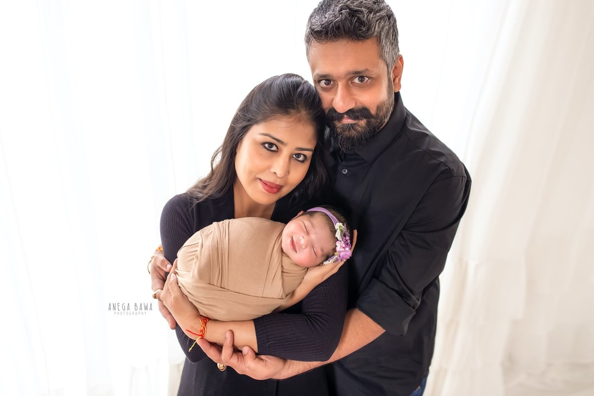 249708-white-background-black-brown-wrap-family-newborn-photography-delhi-14-days-baby-photoshoot-gurgaon-anega-bawa