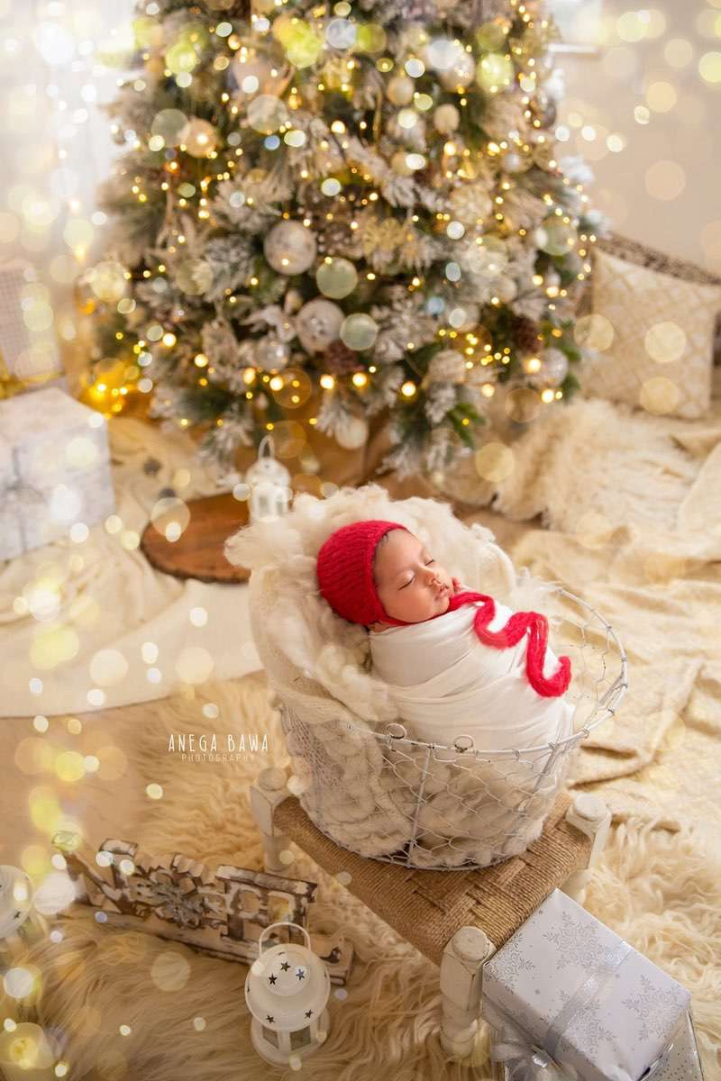 250804-white-christmas-magical-background-white-wrap-floral-newborn-photography-delhi-14-days-baby-photoshoot-gurgaon-anega-bawa